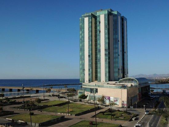 Apartaments Islamar Arrecife: Vue (ouest) depuis Islamar sur Gran Hotel