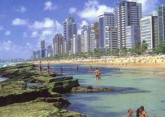 Nesta praia também que estão vários hoteis e pousadas