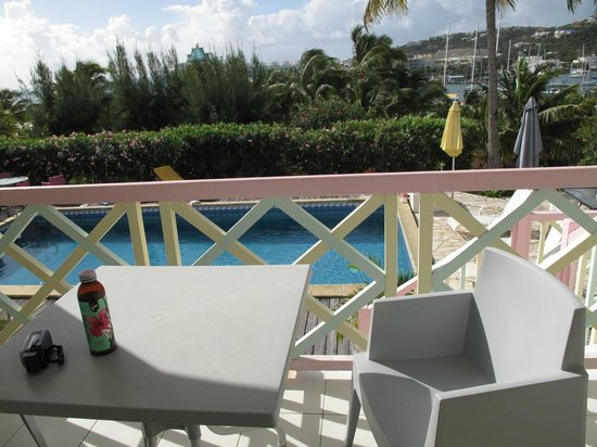 Sol Hotel: The balcony has view on the pool and bay