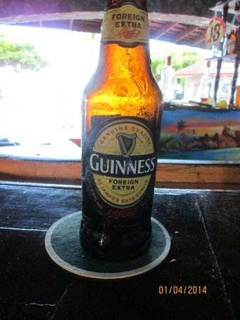 Silver Seas Resort Hotel: Having a Guinness at the bar with Richard