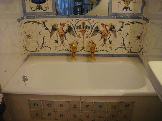 Castillo Casa Museo Gala Dalí Castell de Púbol: Ванная комната