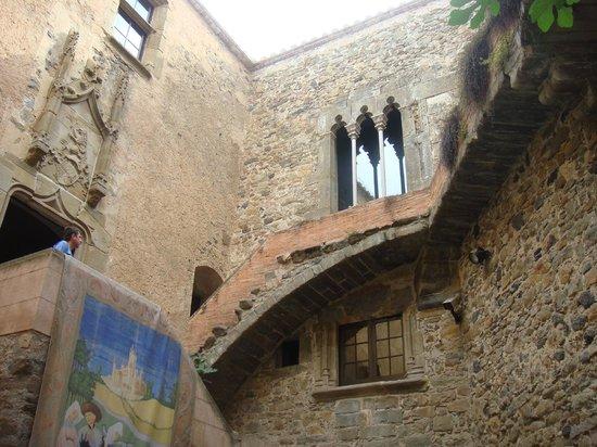 Castillo Casa Museo Gala Dalí Castell de Púbol: Замок