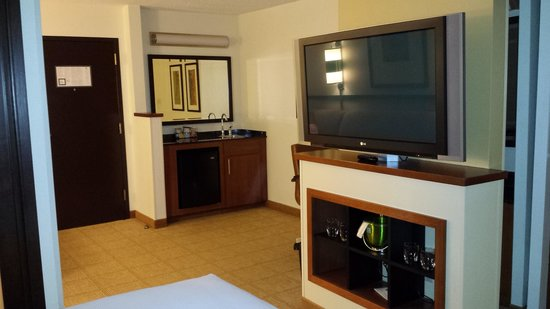 Hyatt Place Nashville/Brentwood: wet bar and tv