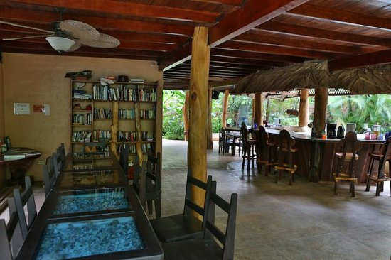Caribe Town: Main reception, breakfast area. Pool just off shot to the right.