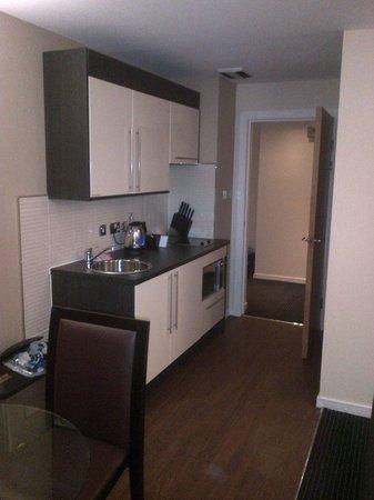 Fraser Suites Glasgow: kitchen