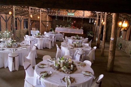 Ashtonvale Guest Farm: Barn wedding
