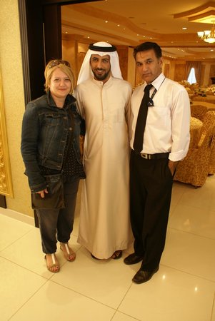 Abu Dhabi Falcon Hospital: Con i simpatici Hassan e Bakhshi