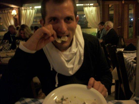 Leonardo Etxea: degustando las almejas chilenas a la provenzal