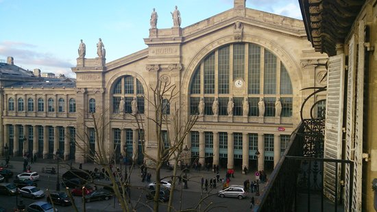 Mercure Paris Terminus Nord : View of station from 4th floor