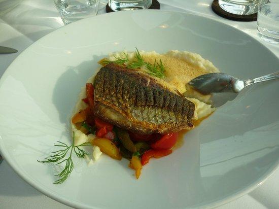 Cube Restaurant: Prato Principal a base de peixe