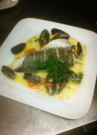 Cronins Restaurant : Fresh fillet of Hake. Served with Mussels,Coriander, garlic, Cherry tomatoes and a White Wine Sa