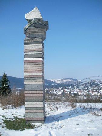 Stone Sculpture Museum : Steinskulpturenpark - Bücherobelisk
