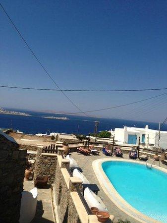 Villa Konstantin: View off the breakfast room