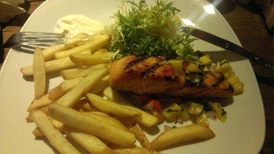 Giraffe - Victoria: Grilled salmon main course