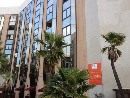 NH Nice: Le derrière de l hotel donnant sur le parvis de l Europe