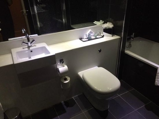 Townhouse Hotel Manchester : Clean bathroom