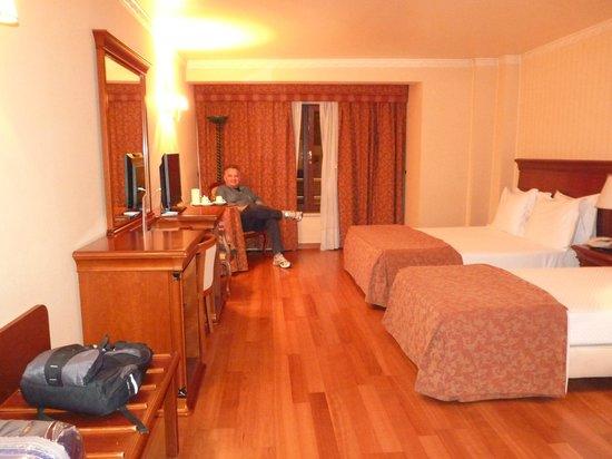Turim Lisboa Hotel: As duas camas de solteiro são enormes!