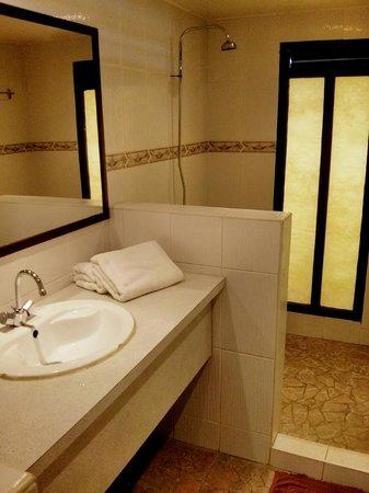 Hotel Kaveka : Bathroom