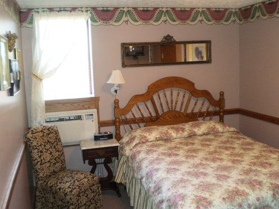Hotel Millersburg : Room 309 - Typical 1 Queen Room