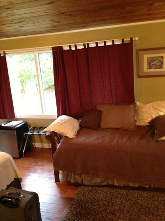 Miller Tree Inn Bed & Breakfast: Our Room