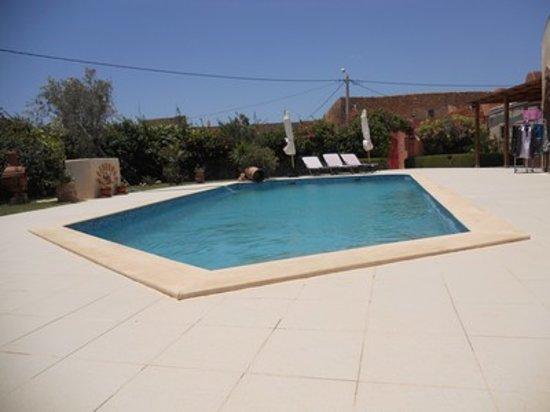 Riad Rev Aventures : votre piscine et sa terrasse