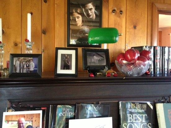 Miller Tree Inn Bed & Breakfast: Sitting Area/Piano