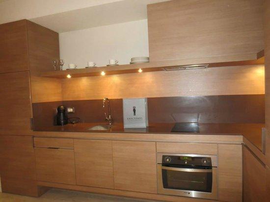 Eric Vokel Boutique Apartments - Gran Via Suites : hotel kitchen