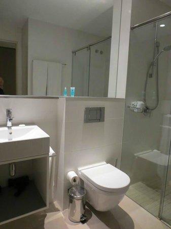 Eric Vokel Boutique Apartments - Gran Via Suites : hotel bathroom