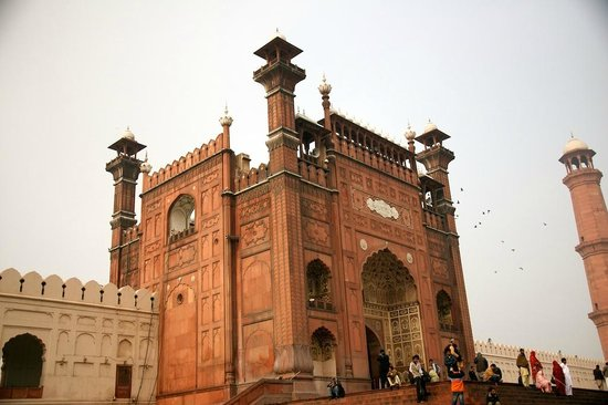 Badshahi Mosque: gate