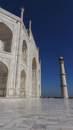Taj Mahal: Fortunate to have a gorgeous blue sky day!
