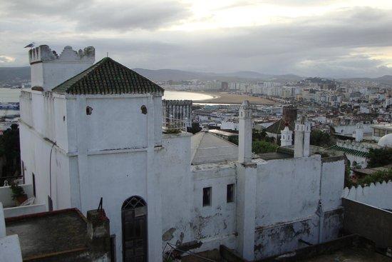 La Tangerina: Vue sur la médina et Tanger depuis la terrasse