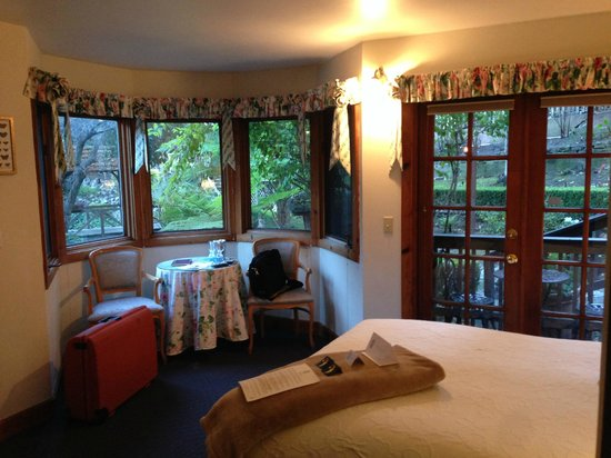 Babbling Brook Inn : View inside the room including door to the terrace