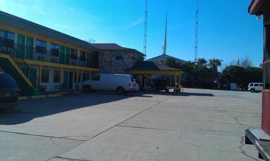 Summer Breeze Motel: Motel Front