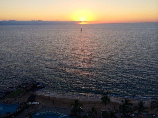 Sunset Plaza Beach Resort & Spa: sunset