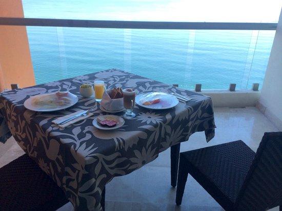 Sunset Plaza Beach Resort & Spa: sunsetbalconydining