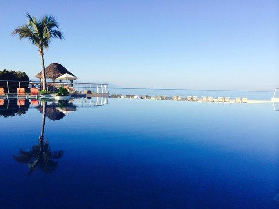 Sunset Plaza Beach Resort & Spa: sunsetinfinitypool