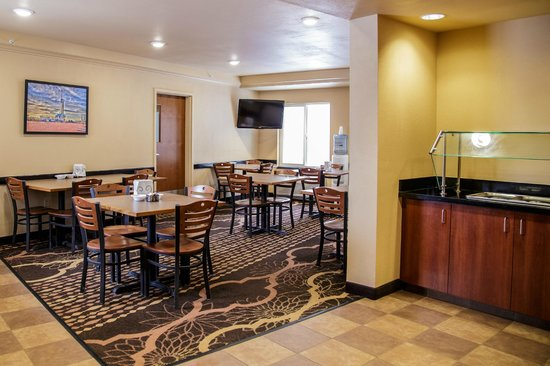 Richland Inn & Suites: Breakfast area