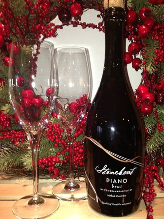 Stoneboat Vineyards: Piano for Christmas