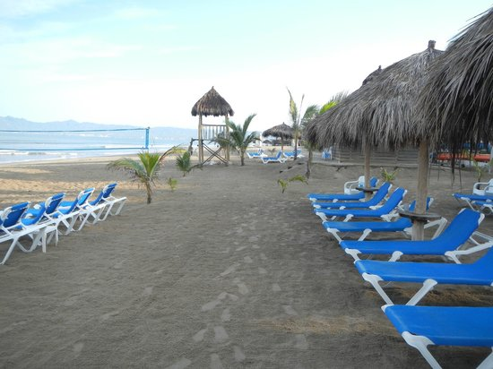 Hard Rock Hotel Vallarta : Plenty of beach chairs available.  Great beach for walking.