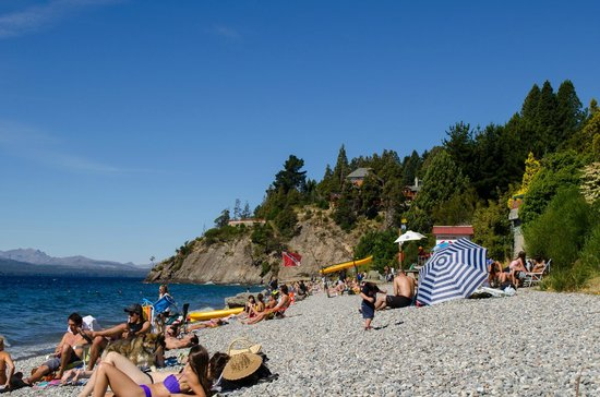 Charming Luxury Lodge & Private Spa : Beach on the lake near the hotel