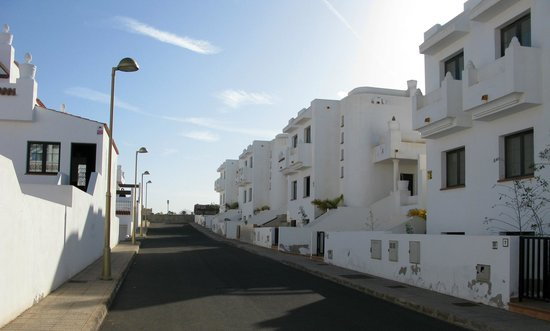 Surf Riders Fuerteventura : The street / surrounding houses - very nice, quiet and safe