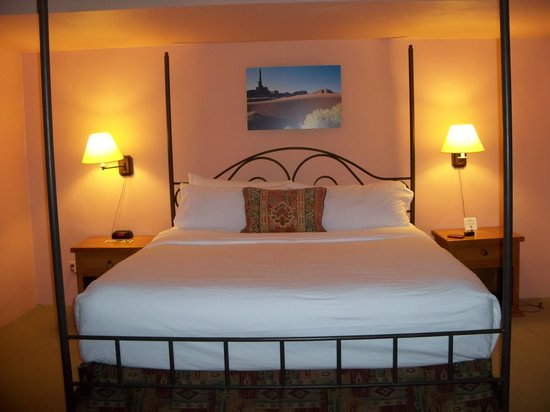 Lodge on the Desert: Comfortable bed