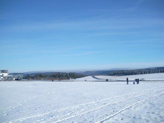Wasserkuppe Gersfeld: winterlicher Blick auf die Startbahn