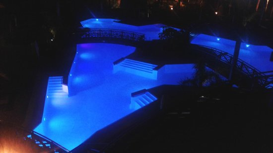 Melia Jardines del Teide : family pool from our balcony at night