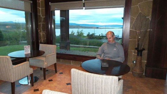 Imago Hotel & Spa: lobby bar e vista do lago na frente