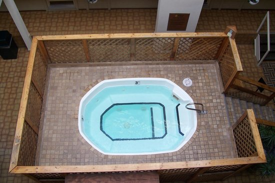 Christie Lodge: indoor hot tub, view from 3rd floor