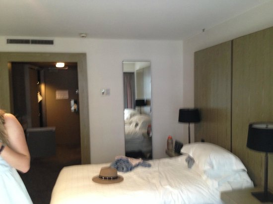 Four Points by Sheraton Sydney, Darling Harbour: twin city view room