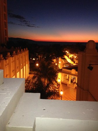 Hotel Riu Vallarta : Sunset from room