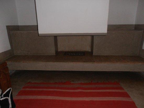 Zaouia 44: cheminée chambre