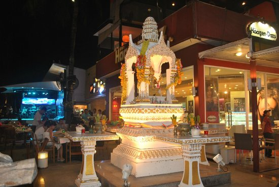 Bangla Road: panoramic view by night